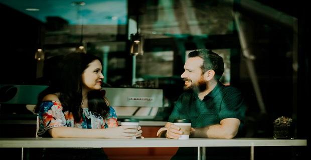 Cómo Tener Una Conversación Normal Con Una Mujer (elimina tu lógica)